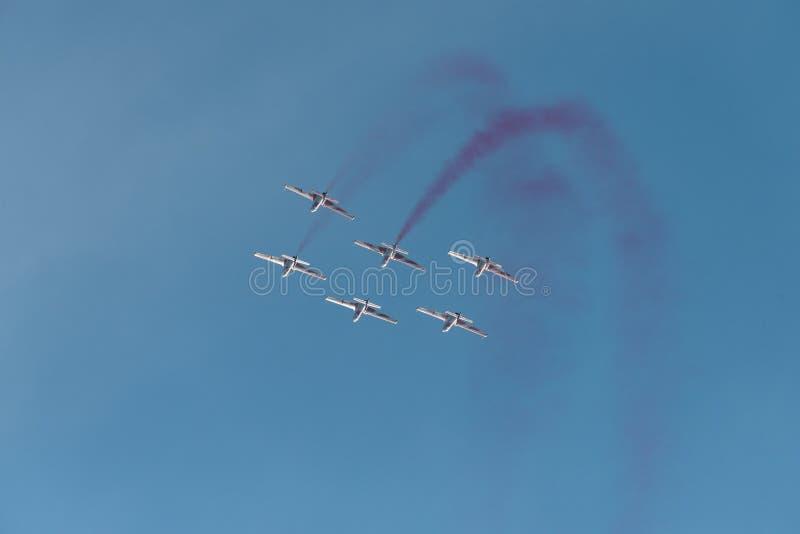 La POLARISATION internationale de salon de l'aéronautique de Bucarest, les étincelles rouges blanches polissent l'équipe image stock