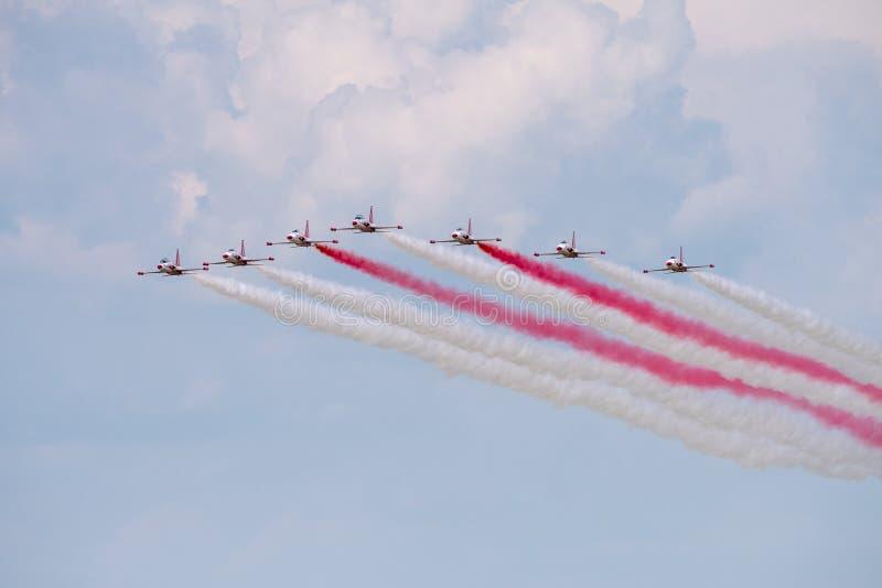 La POLARISATION internationale de salon de l'aéronautique de Bucarest, turc tient le premier rôle la démonstration de formation d image libre de droits