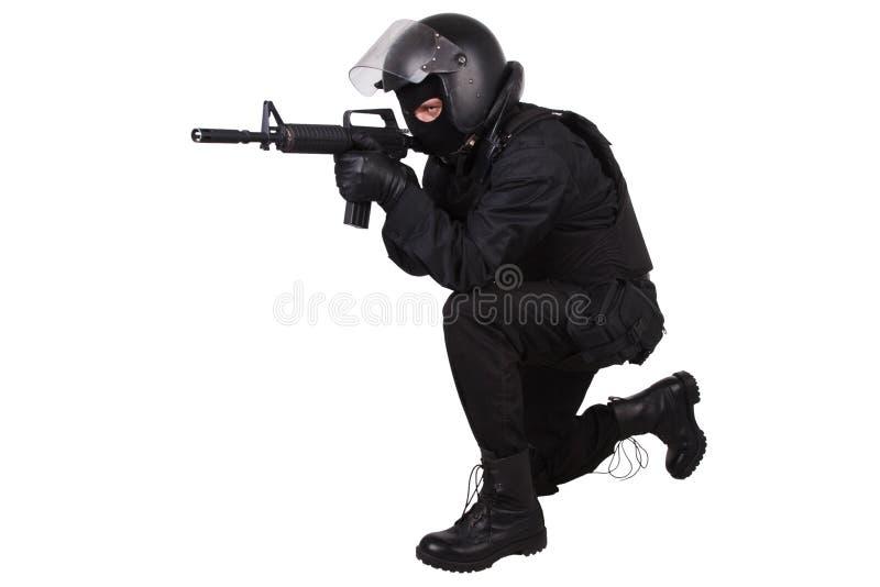 La policía antidisturbios manda en uniforme del negro imágenes de archivo libres de regalías