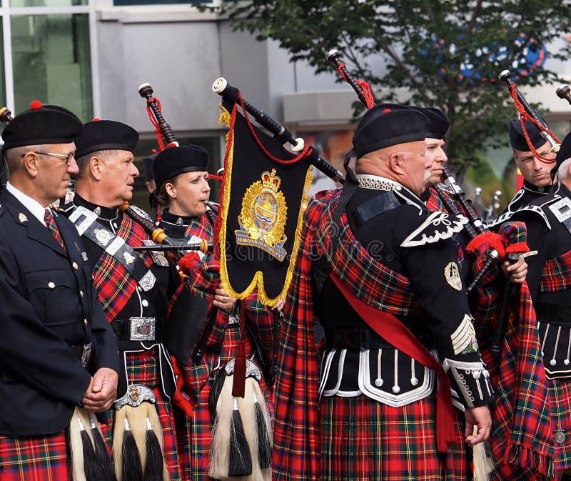 La policía de Edmonton congriega marchar en el desfile de KDays fotos de archivo libres de regalías