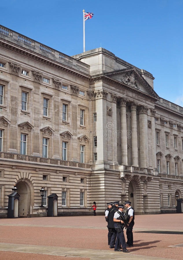 La policía del Buckingham Palace guarda foto de archivo libre de regalías