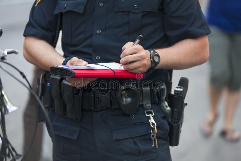La policía escribe el boleto imagen de archivo