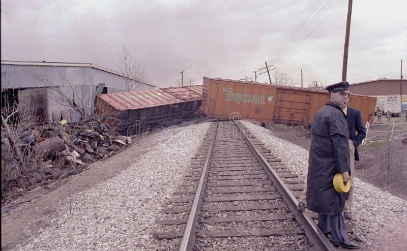 La policía guarda un descarrilamiento de tren en Bladesburg, Maryland fotografía de archivo