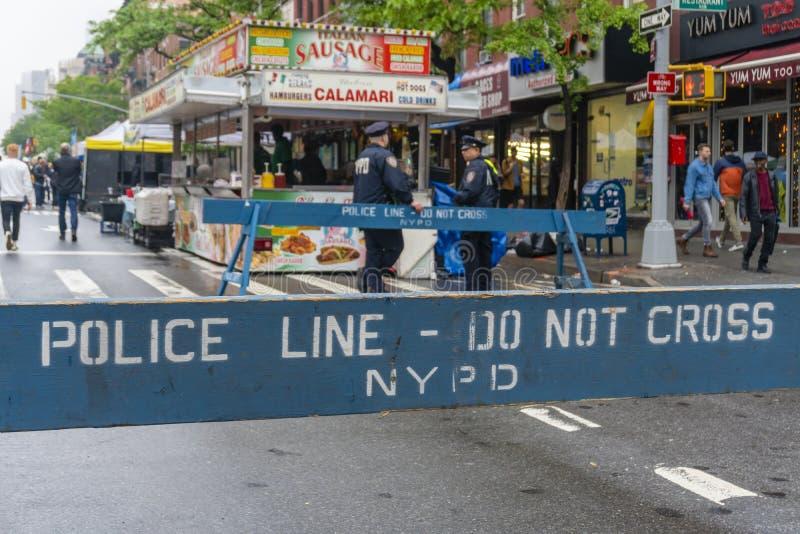 La policía no cruza la barricada del tráfico fotografía de archivo libre de regalías