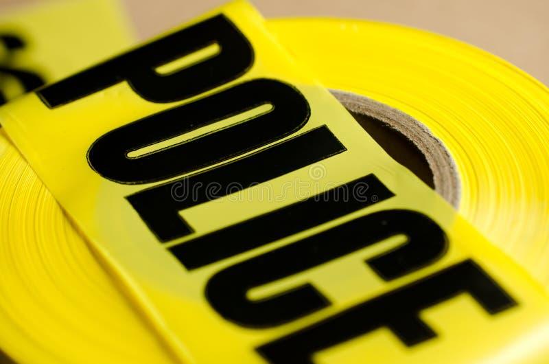 La policía sujeta con cinta adhesiva fotos de archivo