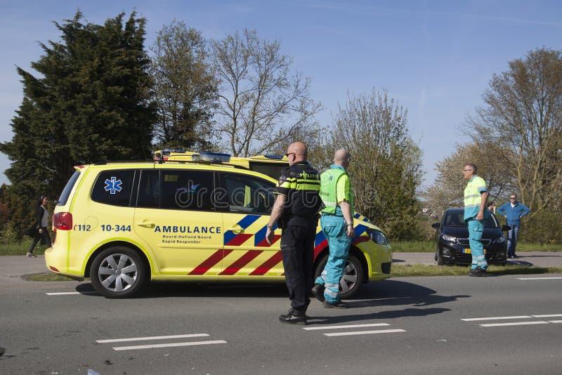 La police étudie après un accident image stock