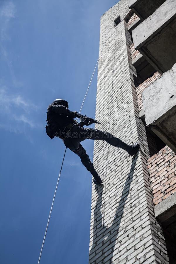 La police assaille l'opération photos stock