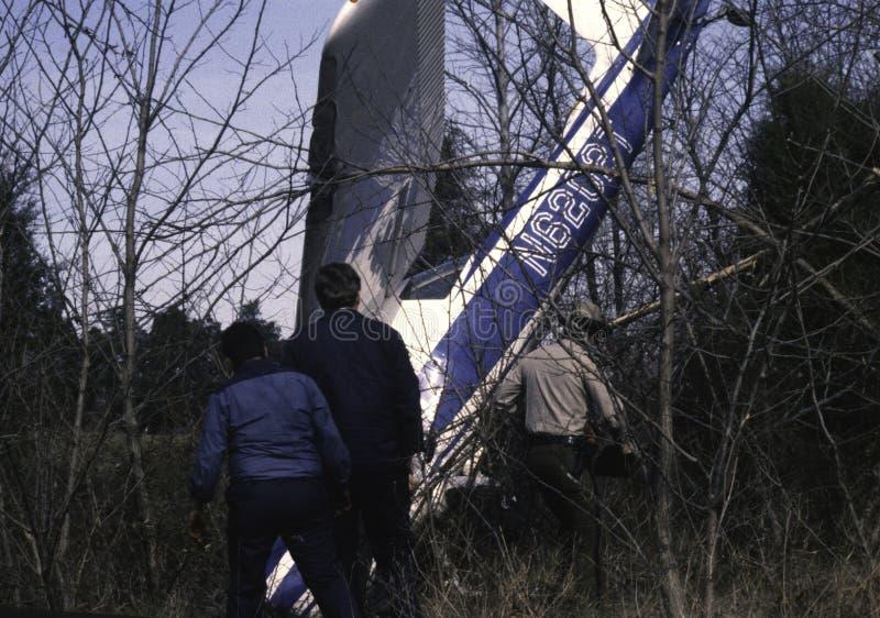 La police et les investigateurs étudient un ctrash plat en Bowie, Marylanda photos libres de droits
