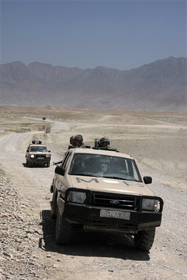 La polizia militare dell'esercito afgano perlustra fotografia stock libera da diritti