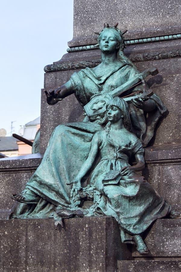 LA POLOGNE, CRACOVIE - 3 JANVIER 2015 : Muse de la poésie avec l'enfant comme élément d'Adam Mickiewicz Monument photos libres de droits