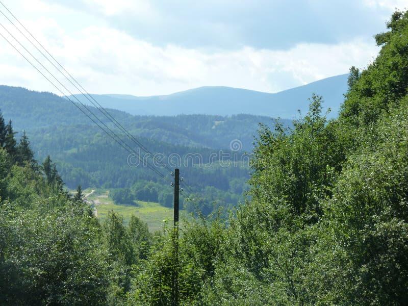 La Polonia, Rudawy Janowickie - le montagne di Karkonosze nei distans immagini stock