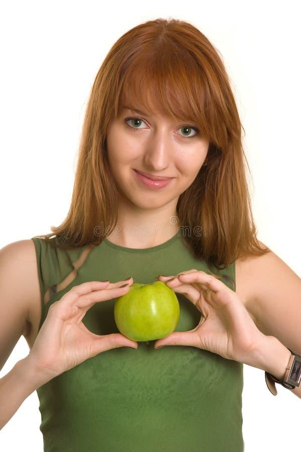 La pomme sensuelle de fixation de fille aiment un coeur photo libre de droits