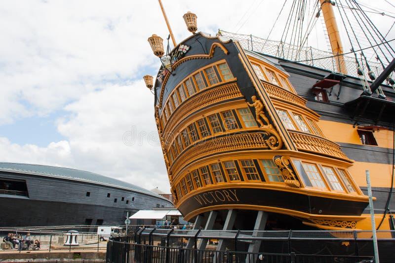 La popa de la victoria del HMS de la nave del museo en Portsmouth atraca fotografía de archivo libre de regalías