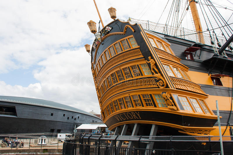 La poppa della vittoria di HMS della nave del museo a Portsmouth si mette in bacino fotografia stock libera da diritti