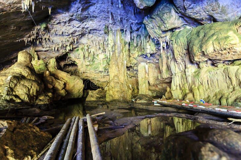 La porción de Tham es un sistema de la cueva adentro en el norte de Tailandia imagen de archivo libre de regalías