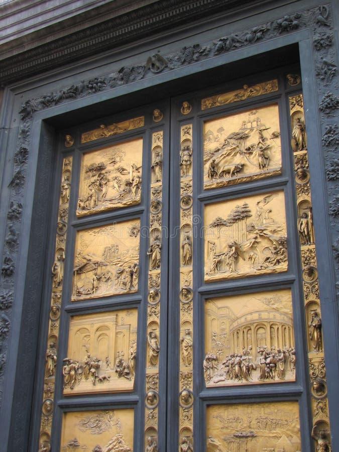 La porta bronzea di XIII secolo simbolizza la liberazione dalla peste fotografia stock libera da diritti