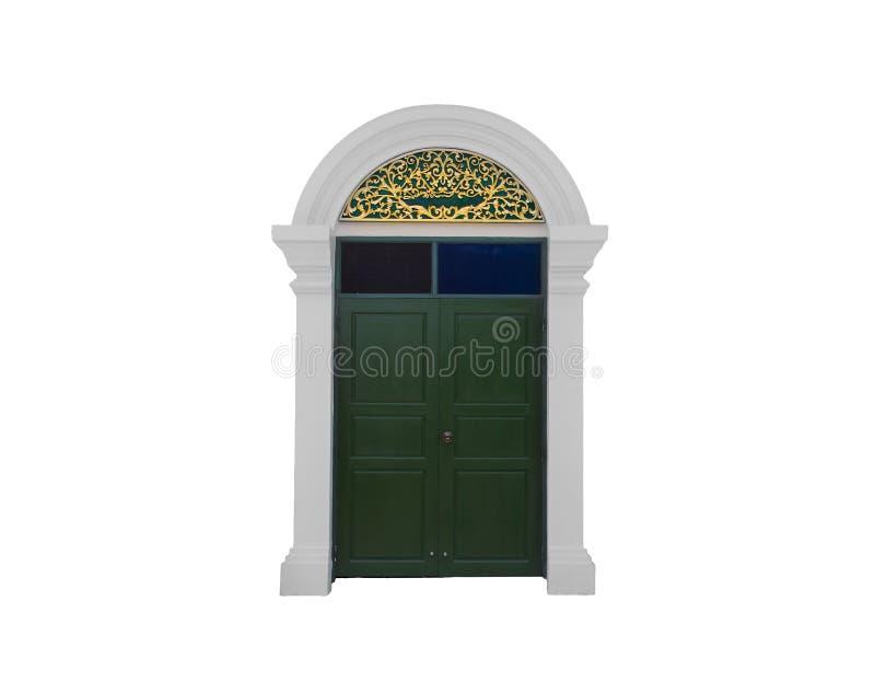 La porta di legno dell'entrata, decorata su stile antico dell'arco, isolato su fondo bianco immagini stock