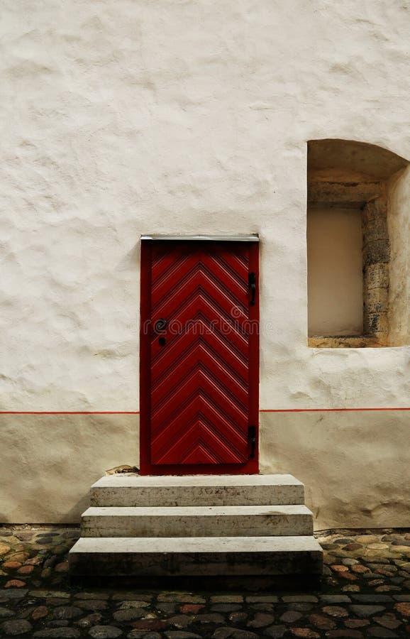 La porta rossa immagini stock