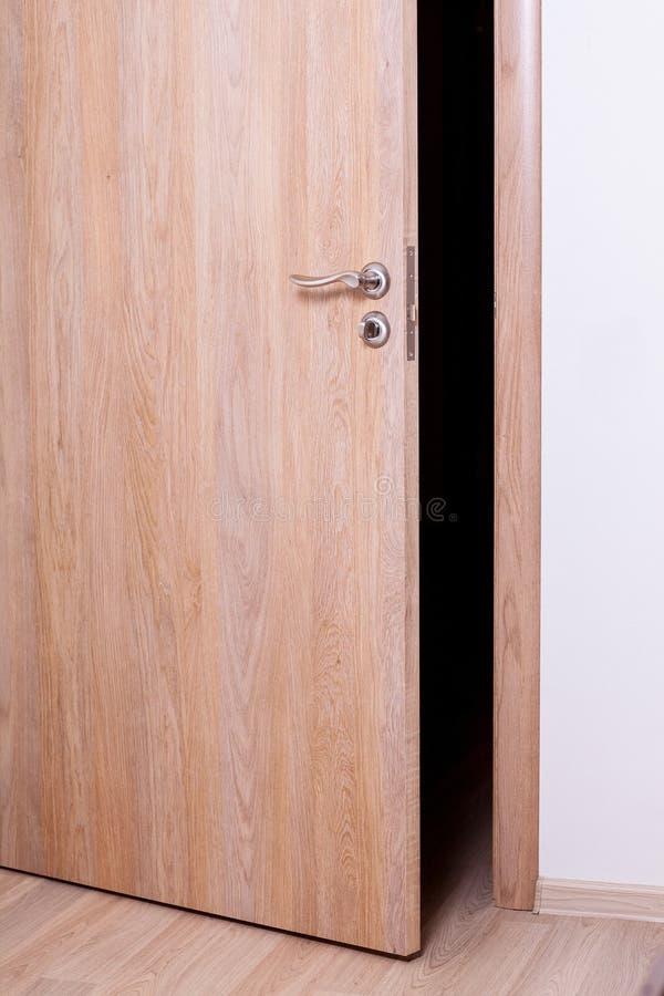 la porta socchiusa fotografia stock immagine di socchiuso
