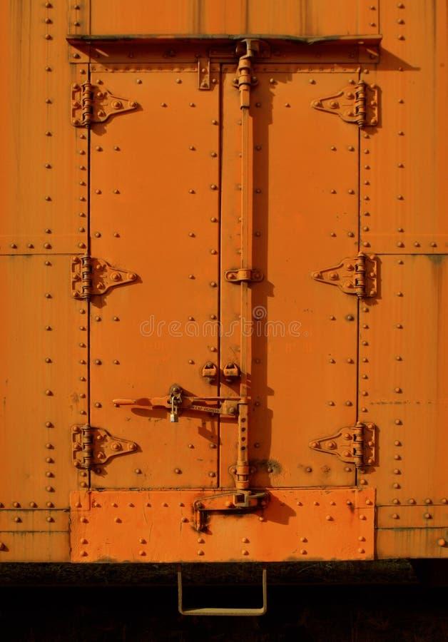 La porte cargo sur un train de fret photographie stock