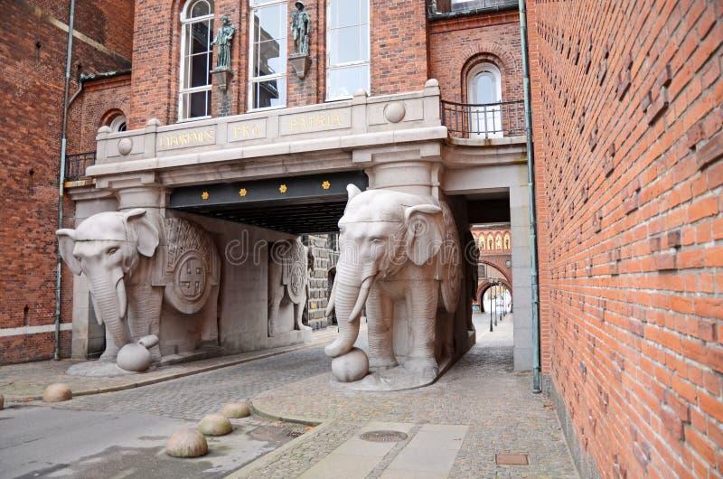 La porte d'éléphant à la brasserie de Carlsberg à Copenhague, Danemark photographie stock