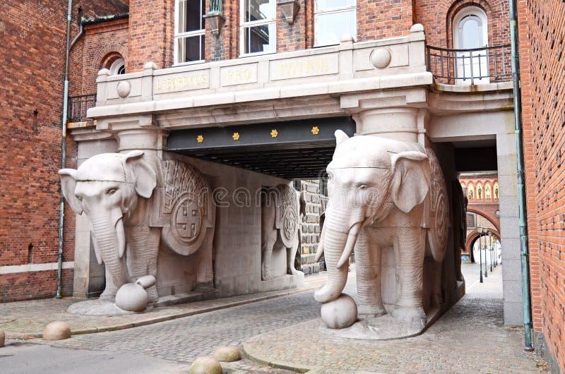La porte d'éléphant à la brasserie de Carlsberg à Copenhague, Danemark photos stock