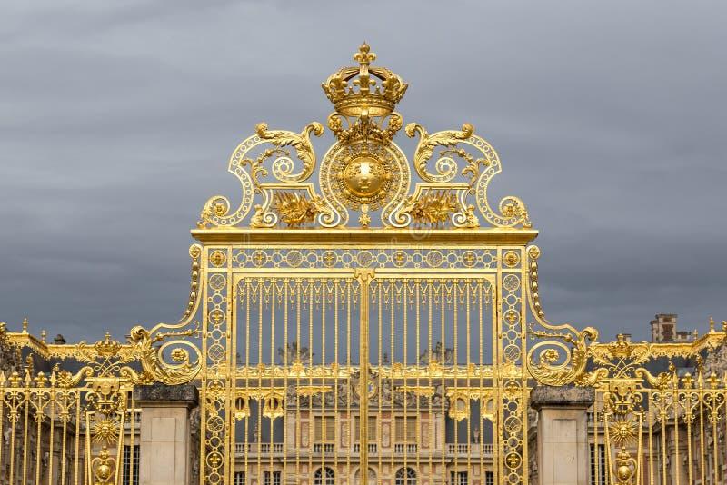 La porte d'or du palais de Versailles, ou château De Versailles, ou simplement Versailles, dans les Frances images stock