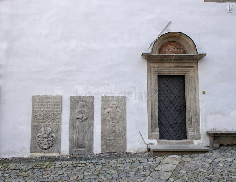 La porte d'entrée à la Chambre de l'aumônier, Cesky Krumlov, République Tchèque photo stock
