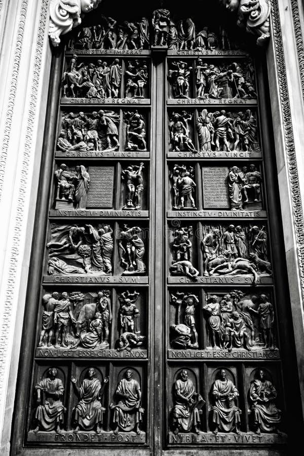 La porte de Milan Cathedral photos stock