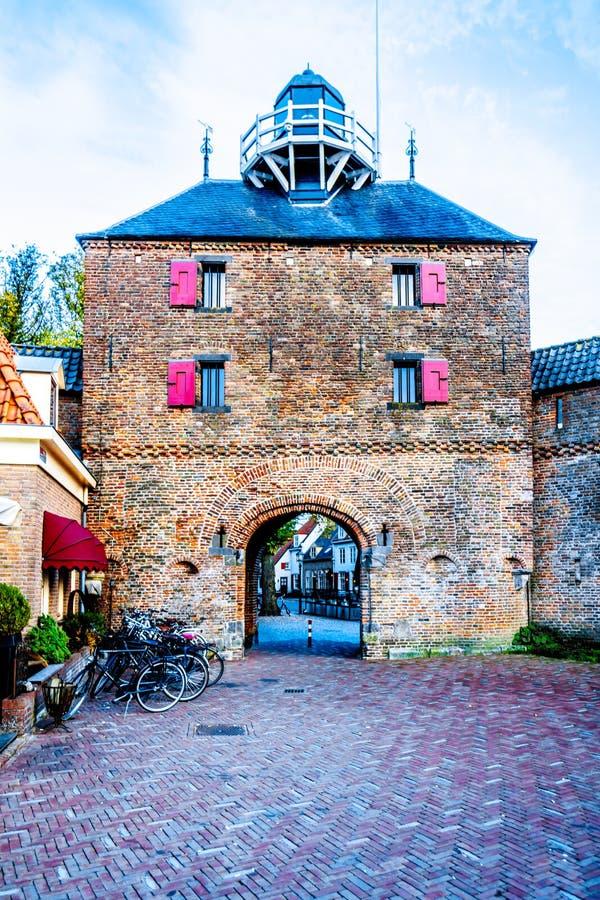 La porte de poissons de Vishpoort de Harderwijk aux Pays-Bas image libre de droits