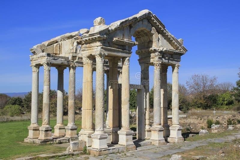 La porte de Tetrapylon a consacré à l'Aphrodite dans les Aphrodisias, Turquie photo stock