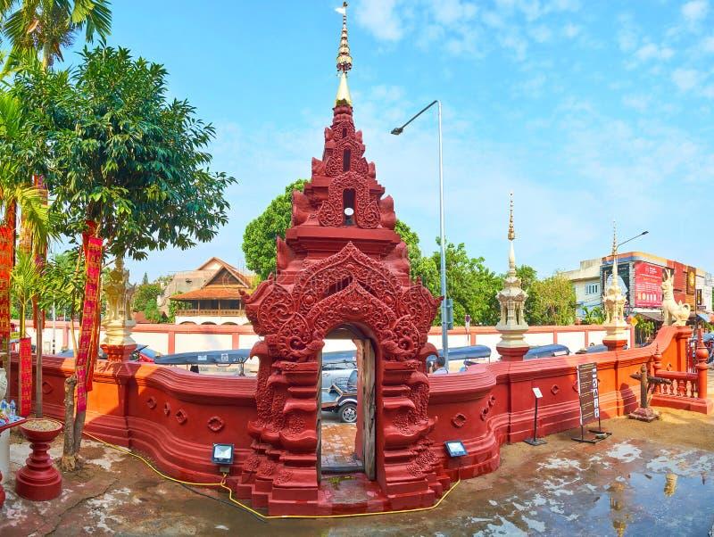La porte de Wat Phan Tao, Chiang Mai, Thaïlande images libres de droits