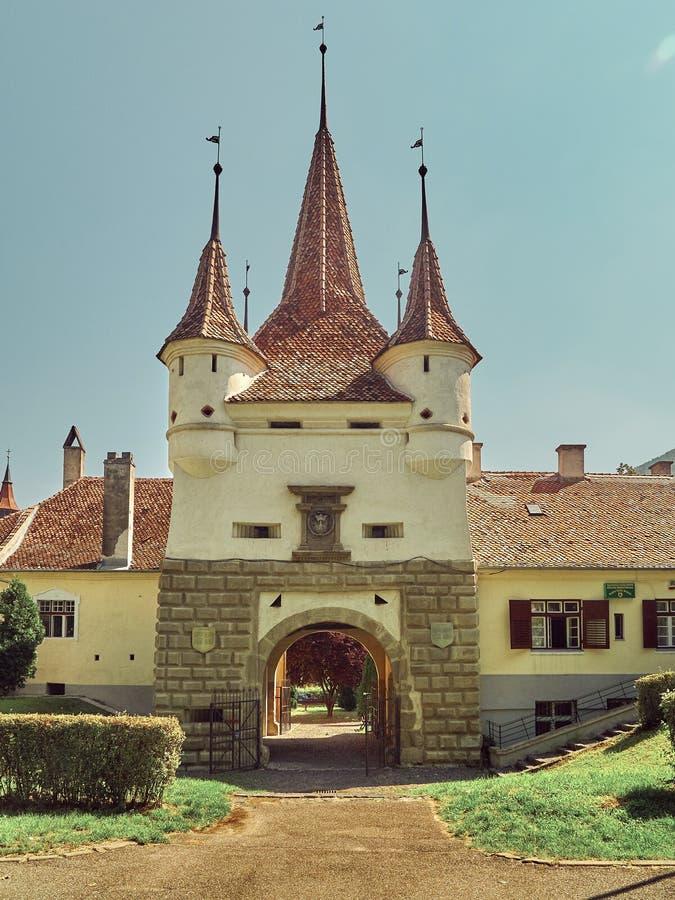 La porte du ` s de Catherine est seulement porte originale de ville avoir survécu des périodes médiévales en Brasov, Roumanie photos libres de droits
