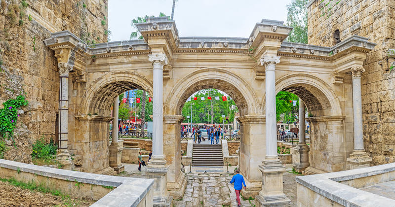 La porte du ` s de Hadrian à Antalya photos libres de droits