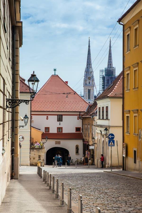 La porte en pierre située à la ville supérieure de Zagreb a construit au 13ème siècle images libres de droits