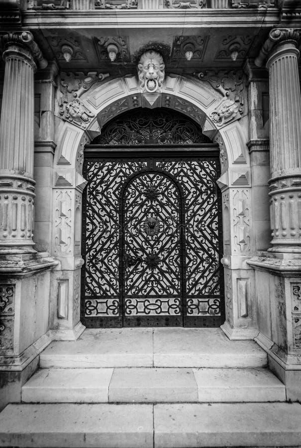 La porte est fermée aux non-initiés image stock