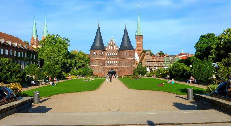La porte Holstentor de Holsten à Lübeck, terre Schleswig-Holsteinten, Allemagne du nord image stock