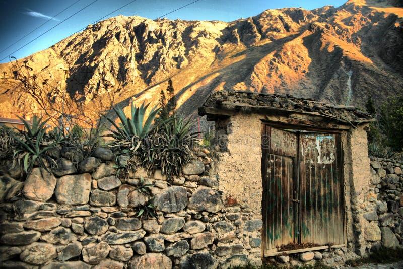 La porte sur le chemin à Machu Picchu images libres de droits