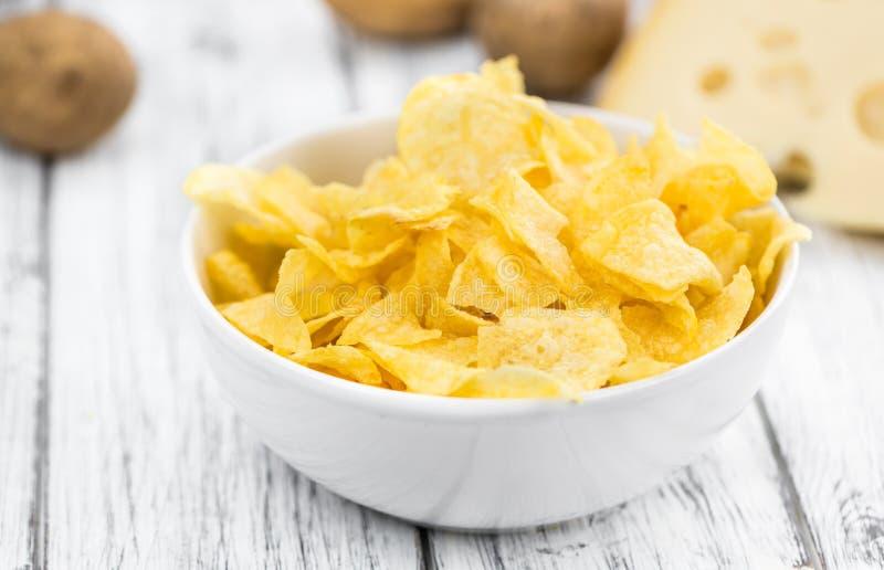 La porzione di patata Chips Cheese e Onoion ha un sapore sulla parte posteriore di legno fotografie stock