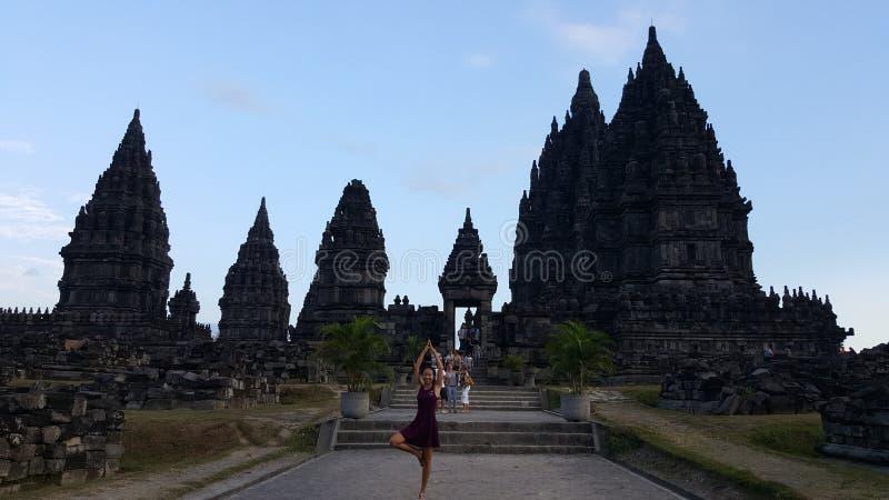 La pose de Prambanan photographie stock