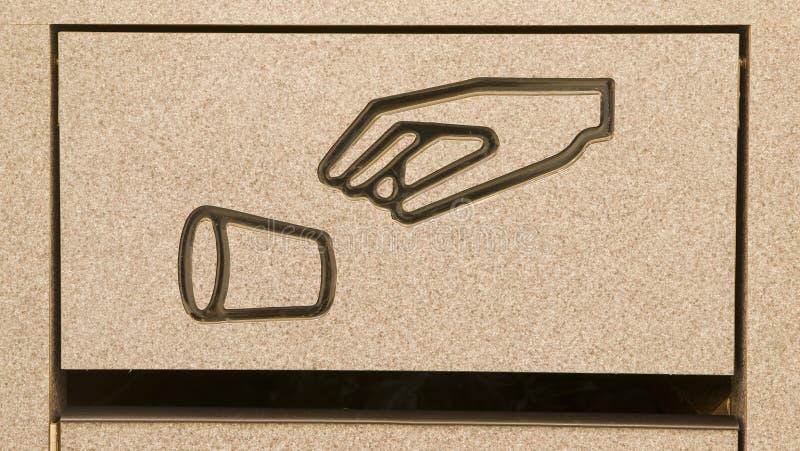 La poubelle de l'espace restauration de panier de rebut ne font pas réutilisation de symbole de litre images libres de droits