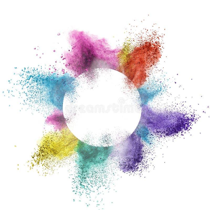 La poudre multicolore abstraite splatted derrière un cadre rond éclatant sur le fond blanc images stock