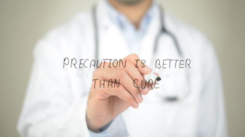 La precauzione è migliore della cura, scrittura di medico sullo schermo trasparente fotografia stock libera da diritti