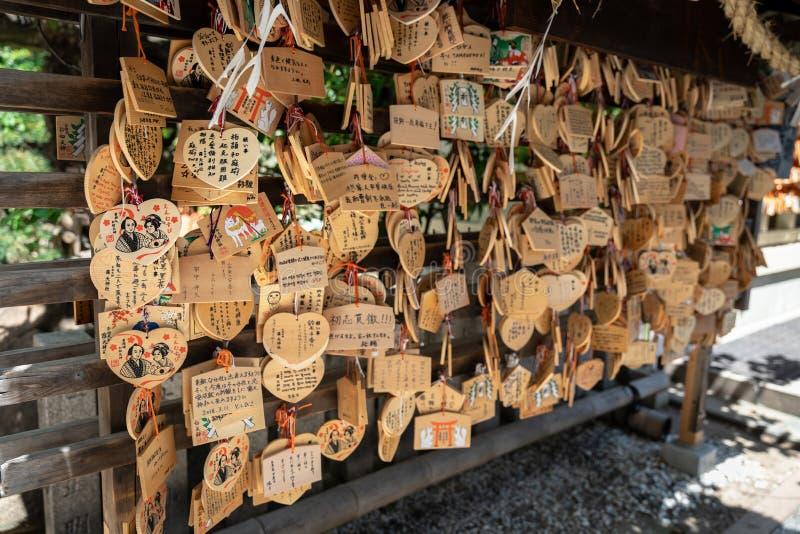 La preghiera del di legno-piatto immagine stock
