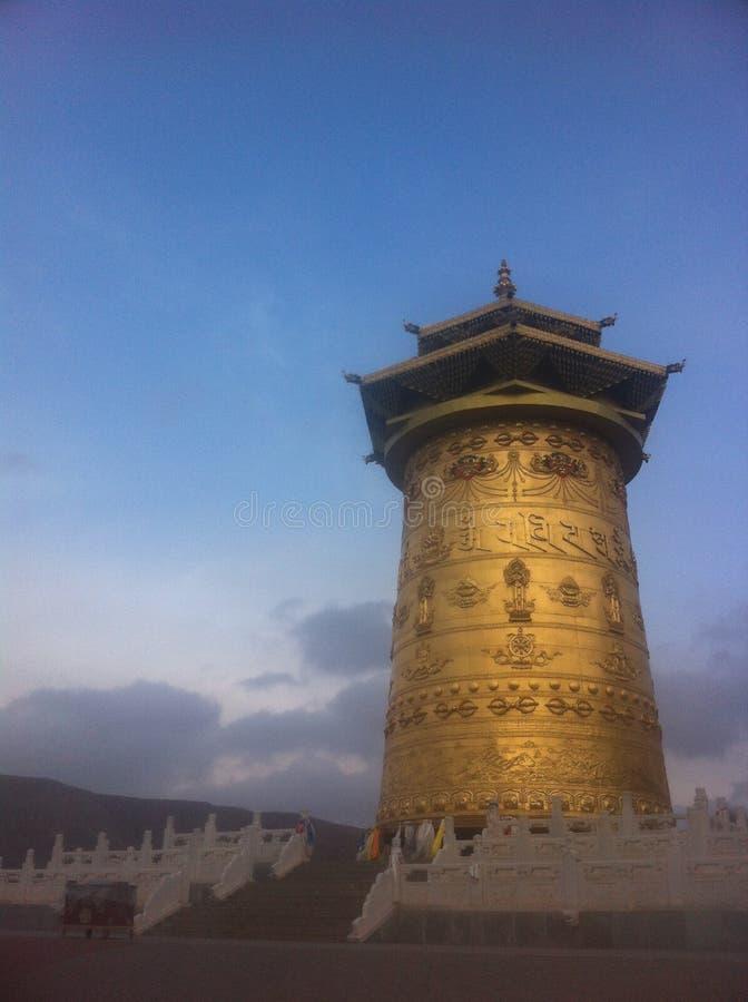 La preghiera tibetana spinge dentro Gansu, Cina fotografie stock