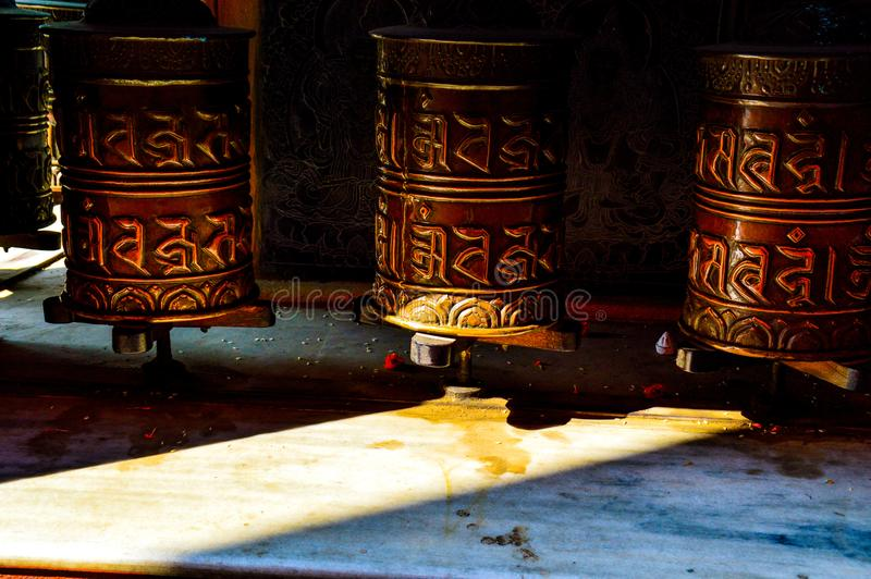 La preghiera tibetana spinge dentro Ladakh fotografie stock