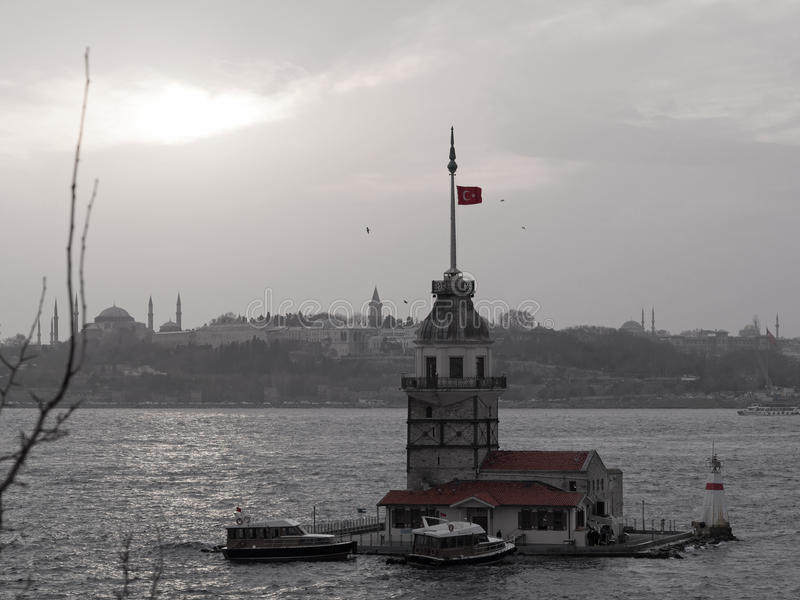 La première tour de s et le Péninsule-noir et blanc historiques avec le rouge. image stock