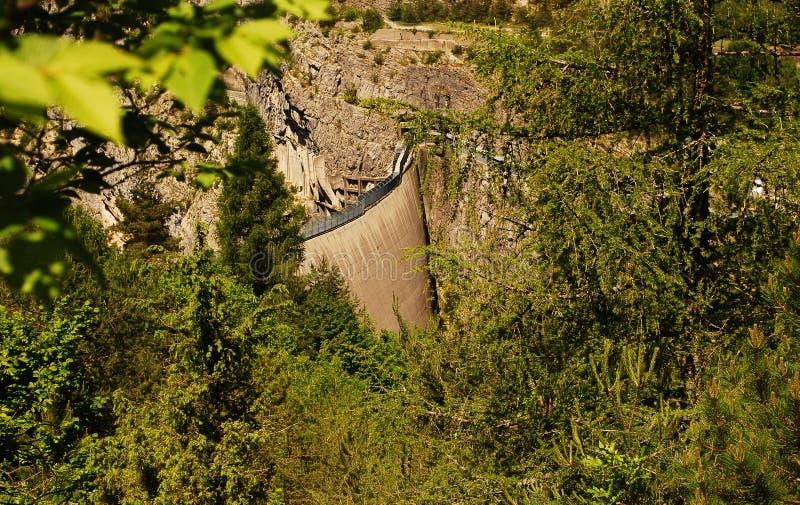 La presa del casso de Vajont, símbolo de la tragedia que ocurrió el 9 de octubre de 1963 foto de archivo