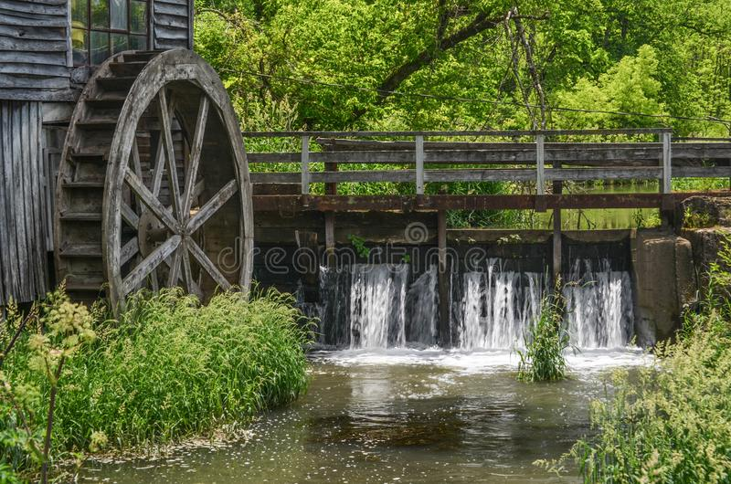 La presa en el molino viejo fotos de archivo