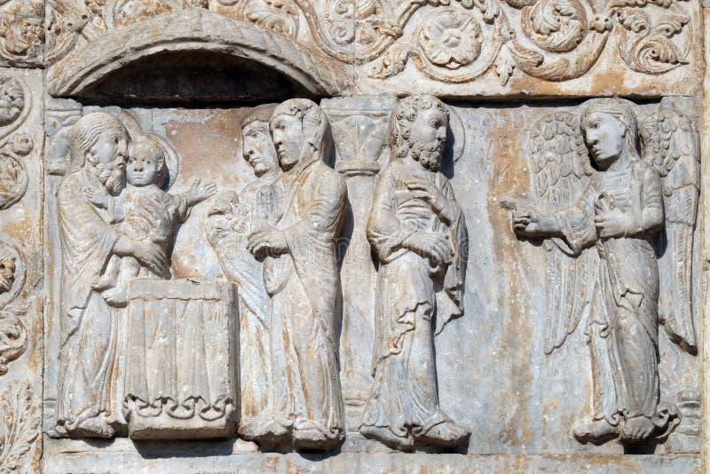 La presentación de Jesús en el templo y el ángel aparecía a José en un sueño decirle huir a Egipto foto de archivo libre de regalías